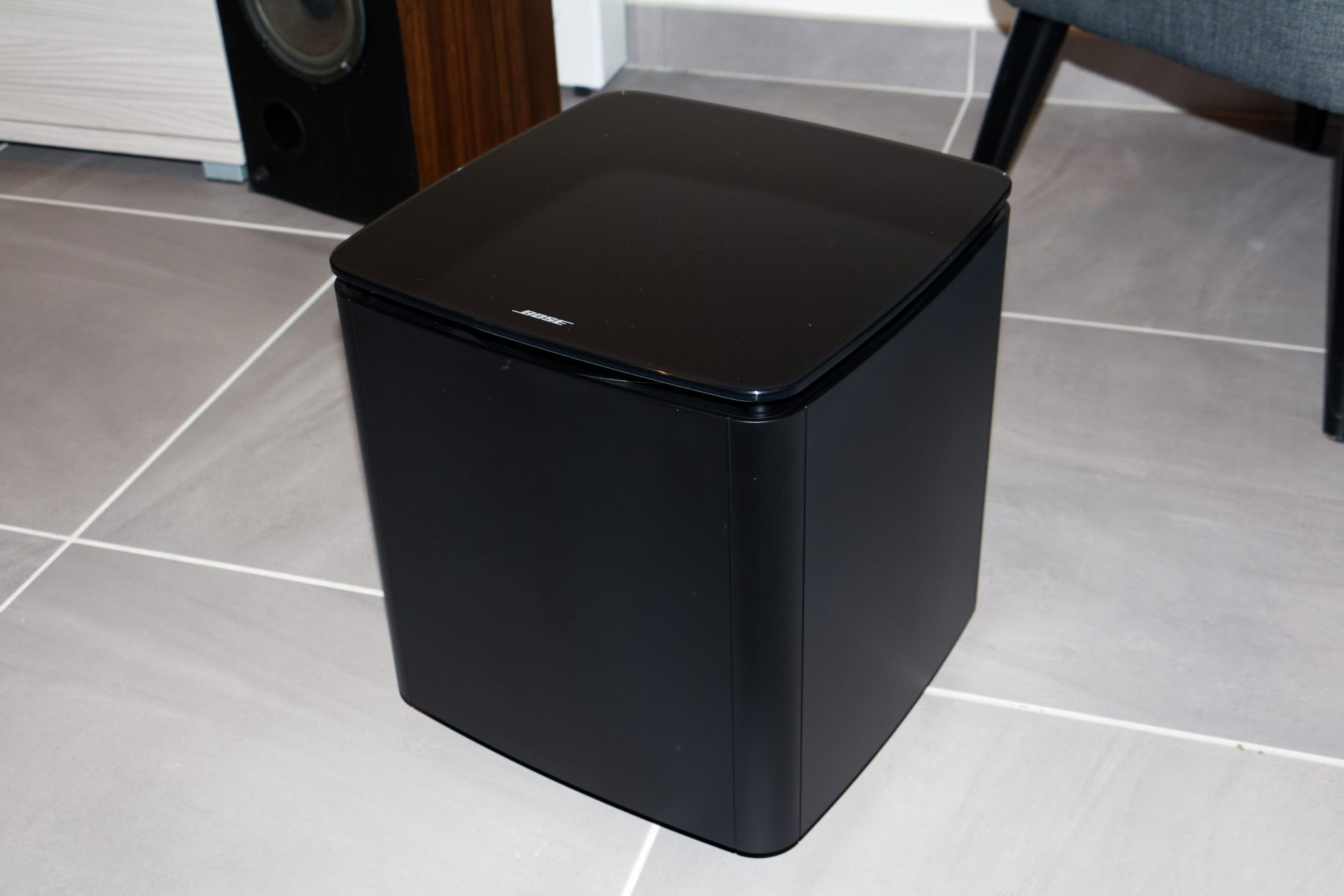 test du caisson bose acoustimass 300. Black Bedroom Furniture Sets. Home Design Ideas